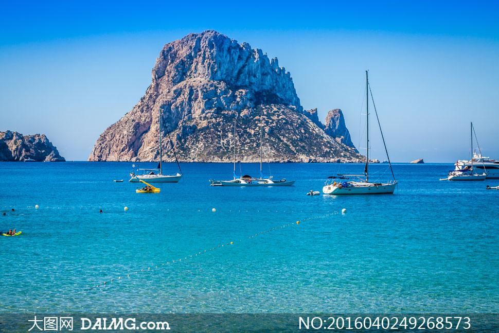船只与临海的岛屿风光摄影高清图片