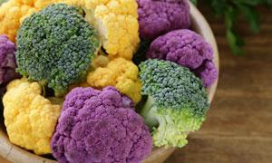 黄色与紫色的等西兰花特写高清图片