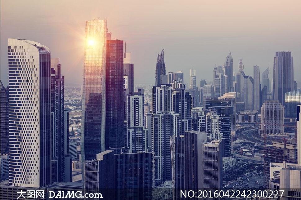城市景观 > 素材信息                          云彩与城市建筑物
