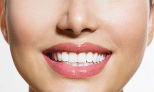 洁白牙齿美女局部特写摄影高清图片