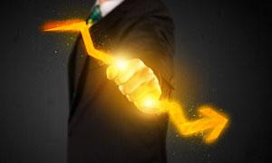 手握着光效箭头的人物创意高清图片