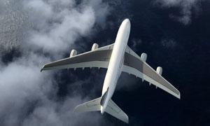 飞越在云层之上的飞机摄影高清图片