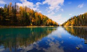 唯美山林湖泊倒影摄影图片