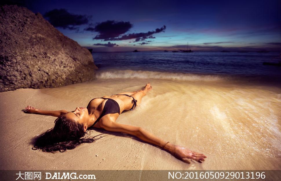 大海漂浮美女壁纸