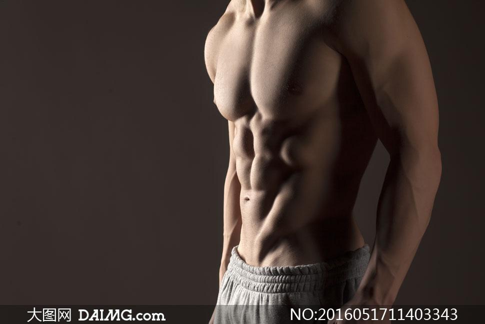 腹肌与胸肌发达的男人摄影高清图片