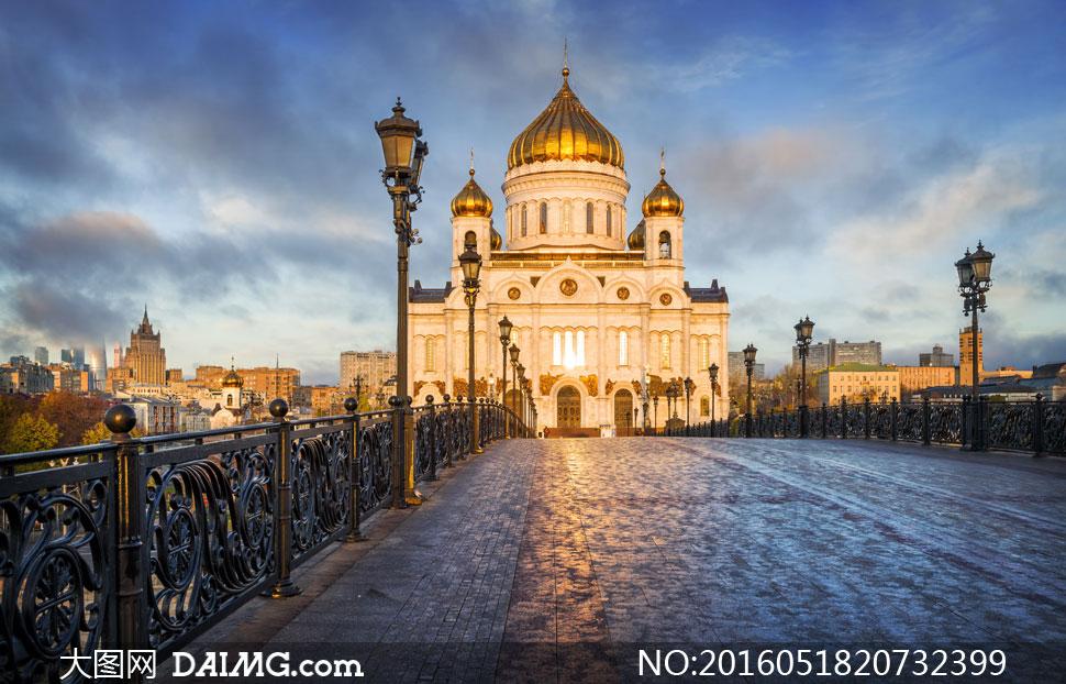 天空云彩与欧式建筑物摄影高清图片