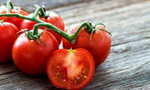 新鲜的红色西红柿特写摄影高清图片