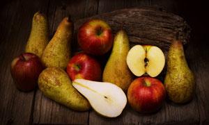 昏暗场景下的苹果与梨特写高清图片
