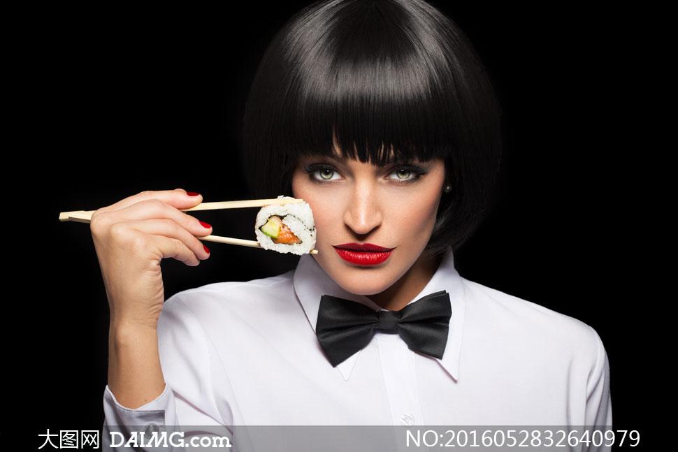 用筷子夹着寿司的短发美女高清图片图片