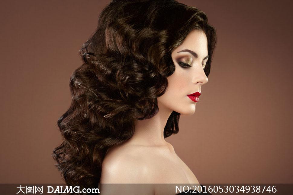 复古卷发造型红唇美女摄影高清图片 - 大图网设计素材图片