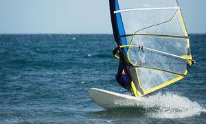 海上帆板帆船运动人物摄影高清图片