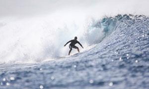 海面上冲浪的运动人物摄影高清图片