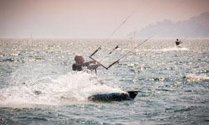 海上风筝冲浪运动人物摄影高清图片