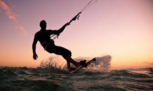 风筝冲浪运动人物剪影摄影高清图片