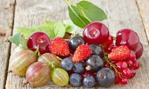 蓝莓草莓与醋栗等水果摄影高清图片