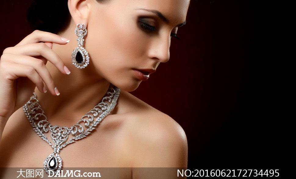 戴首饰的浓妆美女模特摄影高清图片 - 大图网设计素材