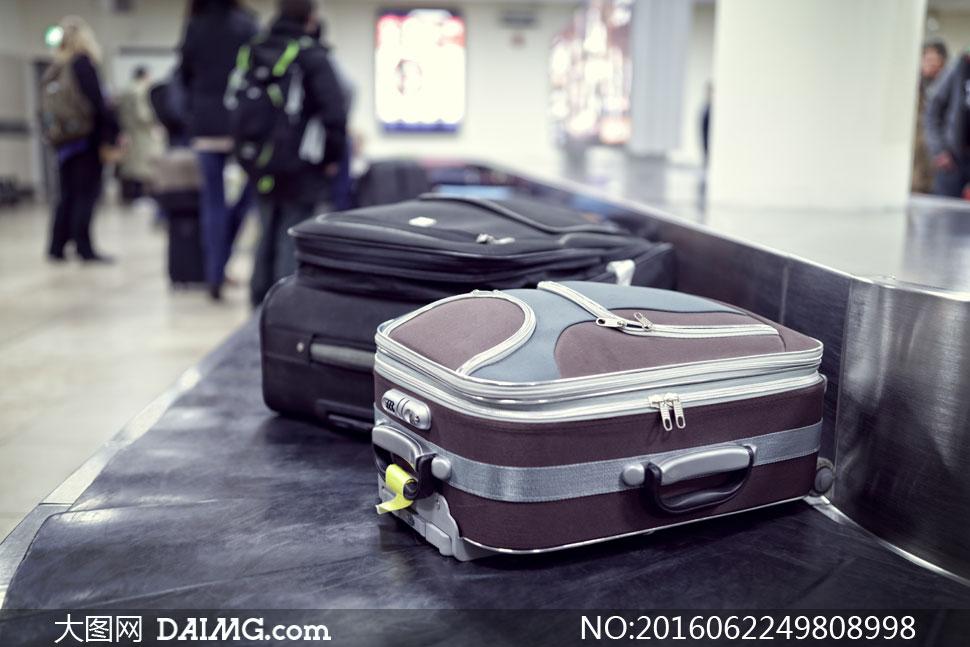 传送带上的行李箱特写摄影高清图片
