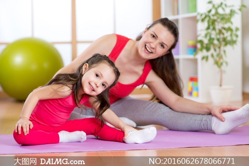 词: 高清大图图片素材摄影人物小孩小女孩小朋友儿童红色瑜伽垫运动