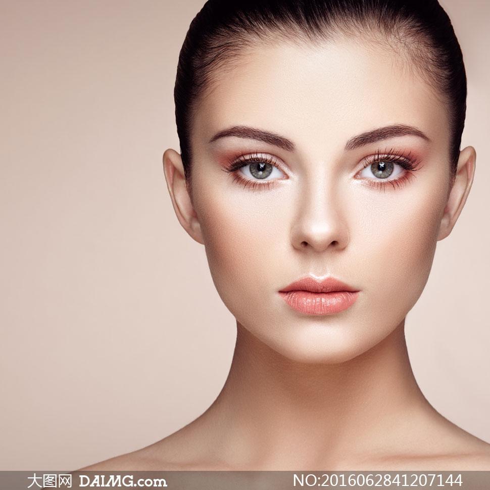 妆容美女人物模特正面摄影高清图片