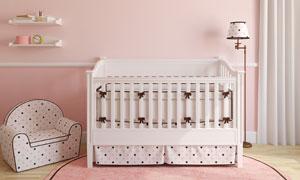 儿童房里的小床与沙发摄影高清图片