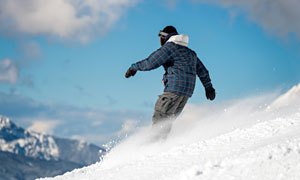 寒冷冬天滑雪运动人物摄影高清图片