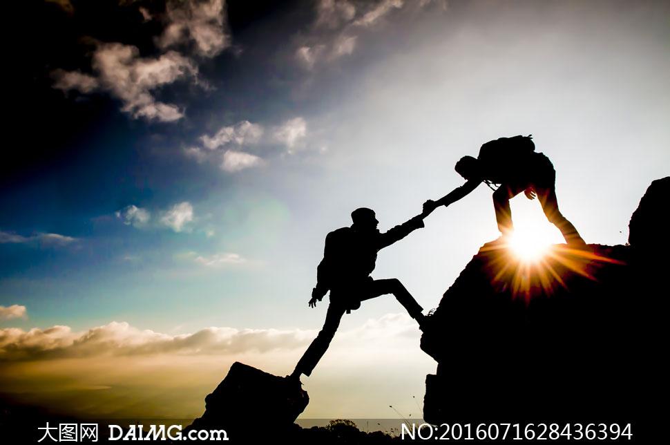 高清大图图片素材摄影人物剪影运动爬山
