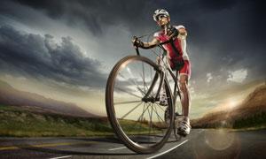 在户外公路上的骑行者摄影高清图片