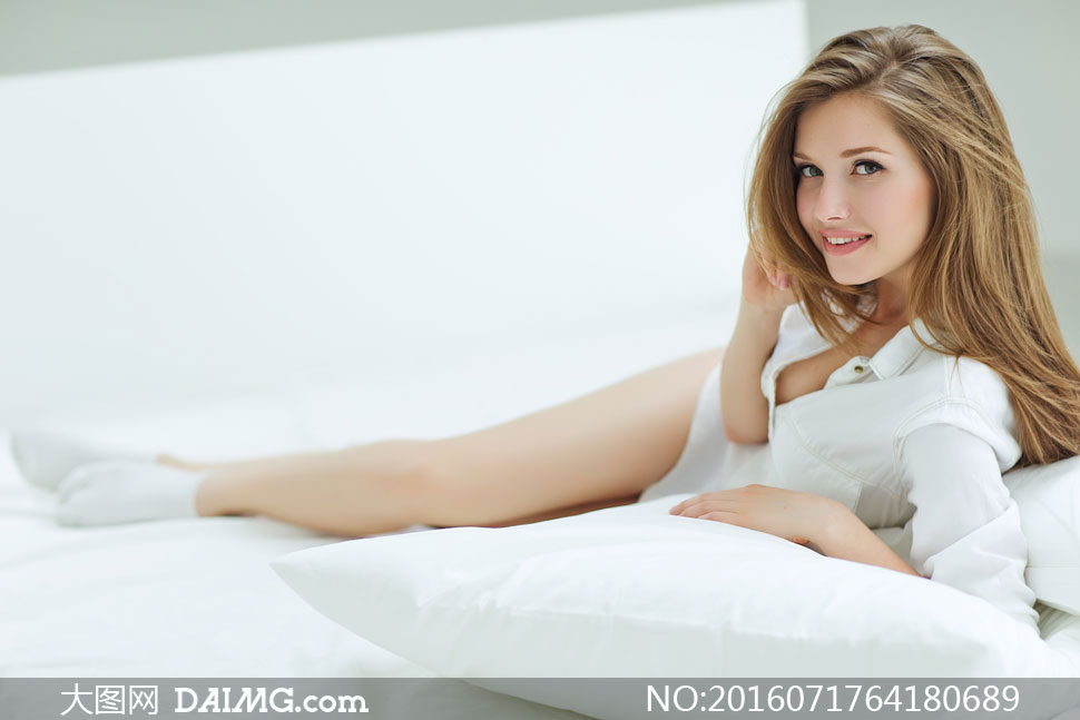 白色衬衫长发美女私房写真高清图片