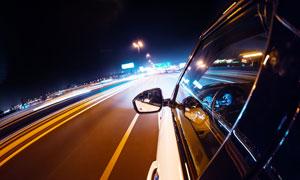 高速公路上的汽车广角摄影高清图片