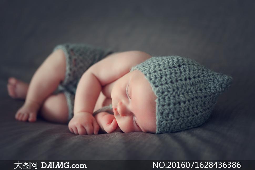 宝宝小宝贝可爱小宝宝睡觉睡着入睡侧躺毛线帽毛线裤