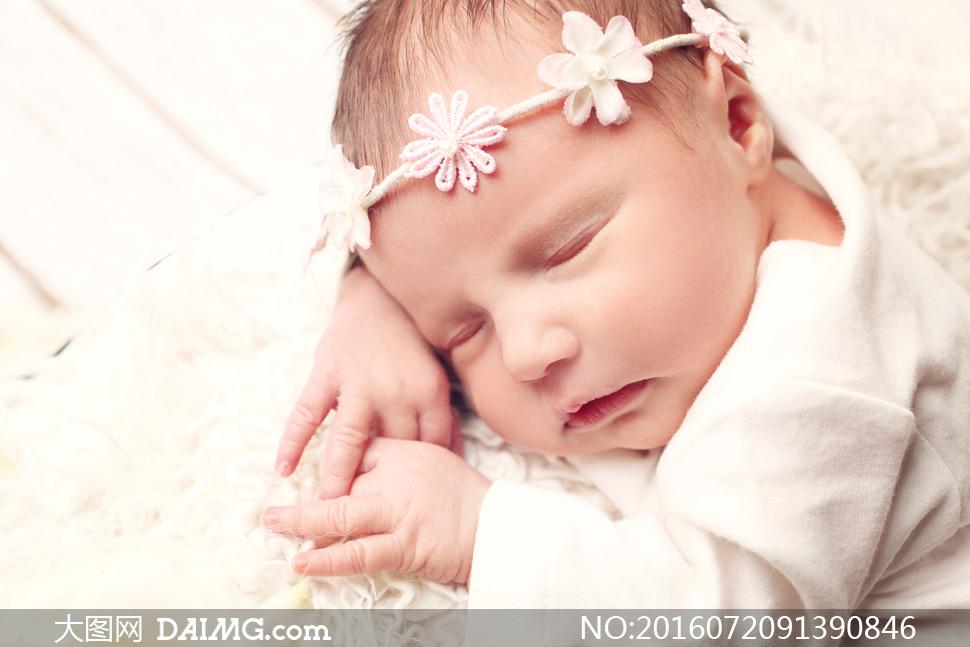 在熟睡中的可爱女宝宝摄影高清图片