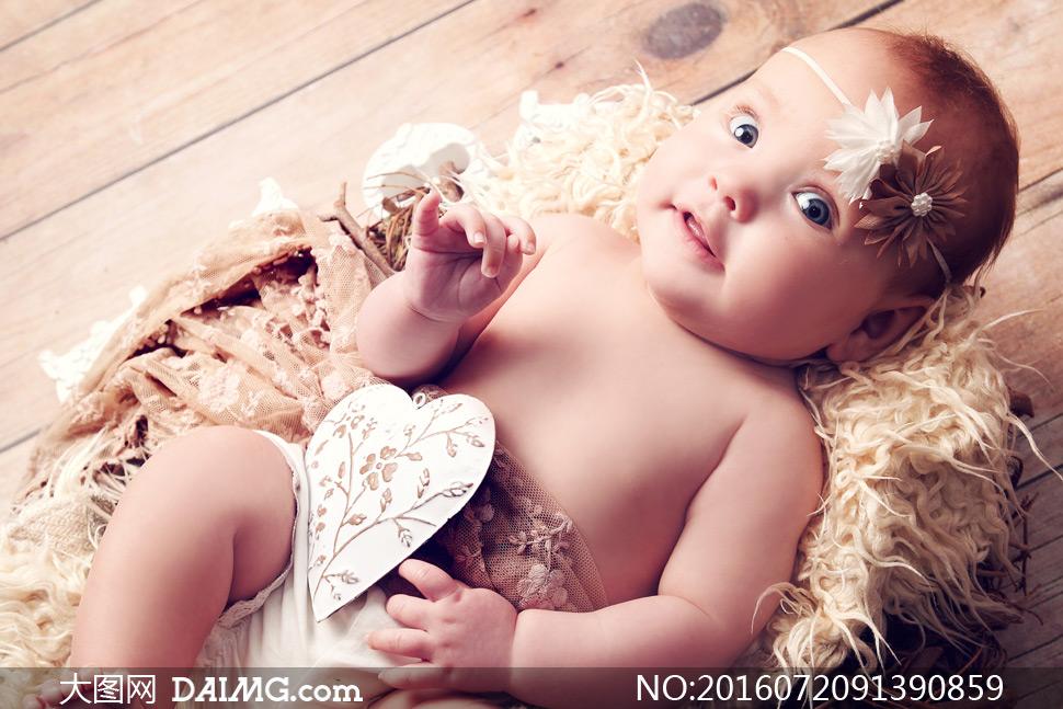 可爱的大眼睛宝宝特写摄影高清图片