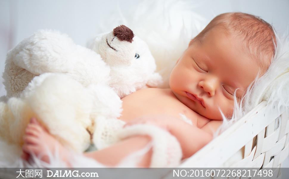 宝贝可爱小宝宝婴儿睡觉睡着入睡玩具熊毛绒绒毛茸茸
