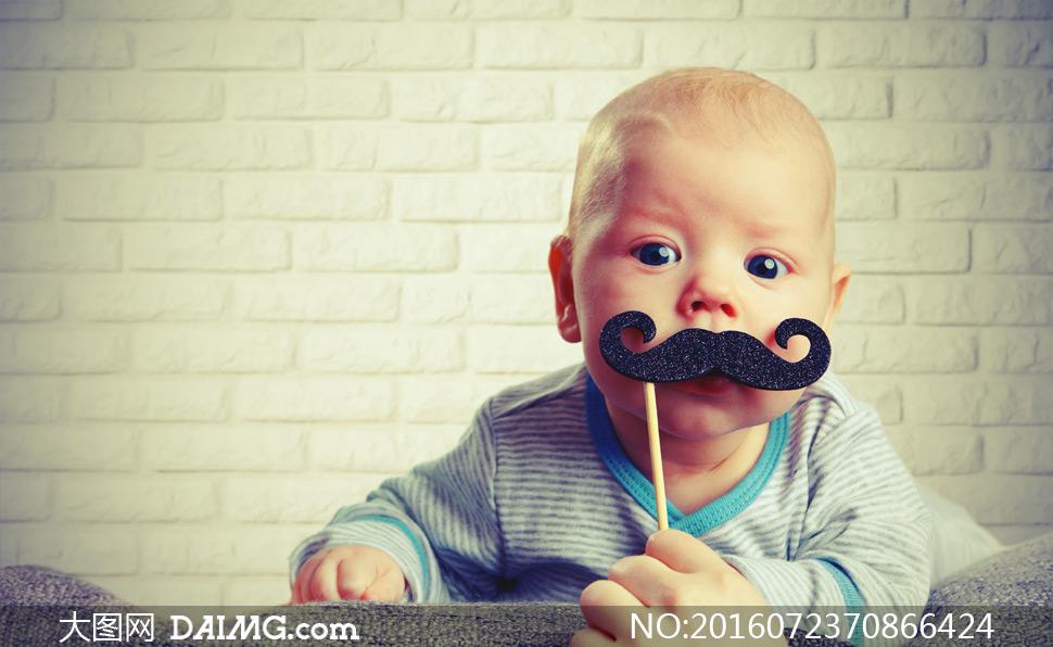 大图图片素材近景特写儿童宝宝小宝贝可爱小宝宝婴儿胡须砖墙墙壁墙面