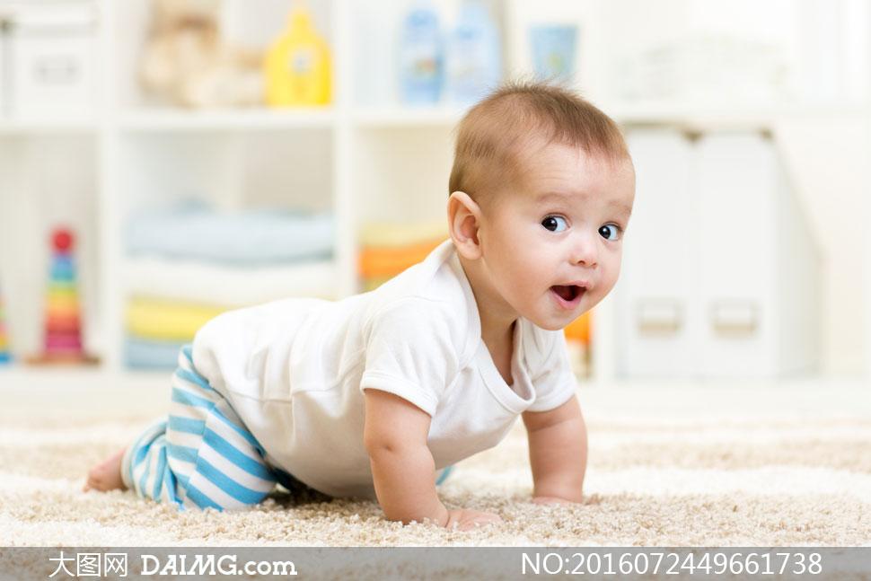宝宝小宝贝可爱婴儿小宝宝婴儿地毯毛毯男宝宝爬着