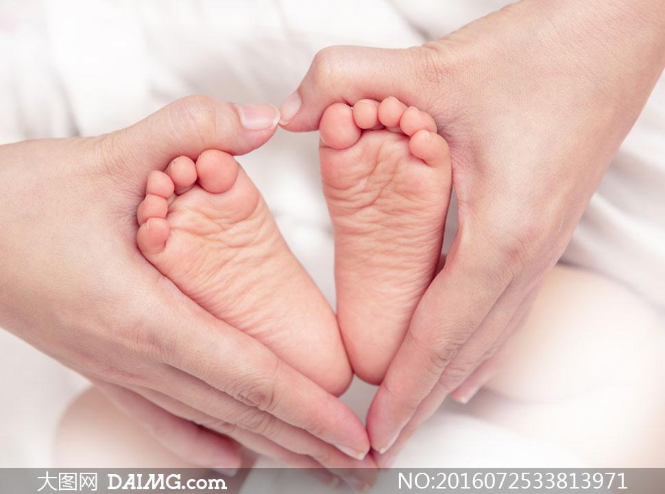 宝宝小宝贝可爱小宝宝婴儿小脚丫双脚心形桃心手势