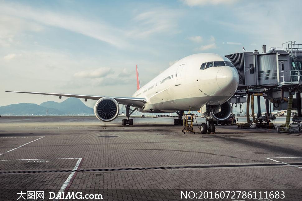 还在维修中的民航飞机摄影高清图片