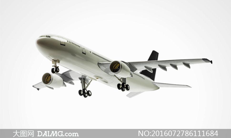 背景上的民航客机摄影高清图片