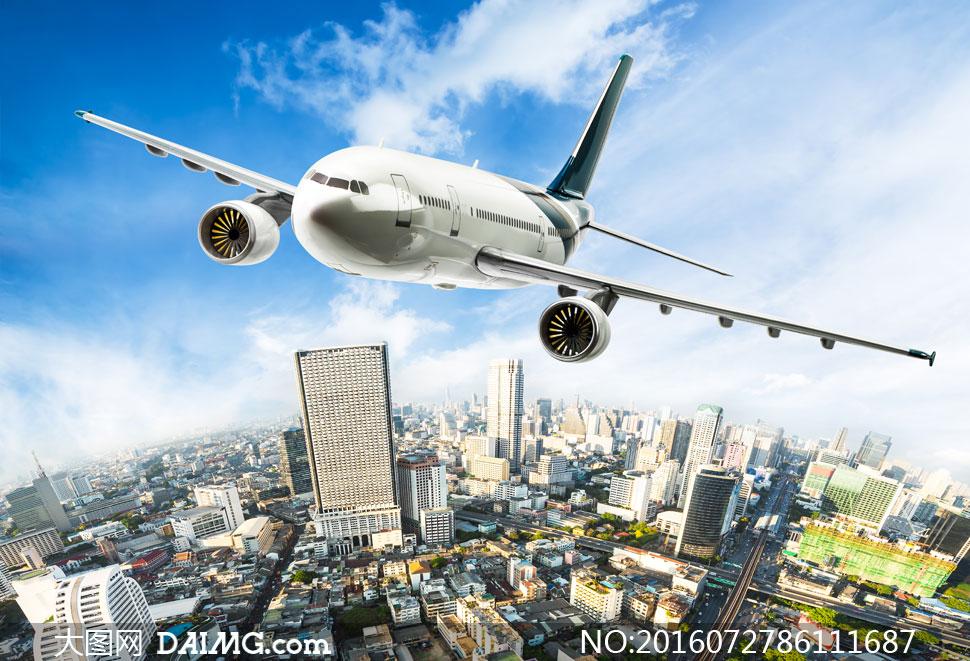 白色背景上的白色涂装飞机