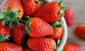 个头大的新鲜草莓特写摄影高清图片