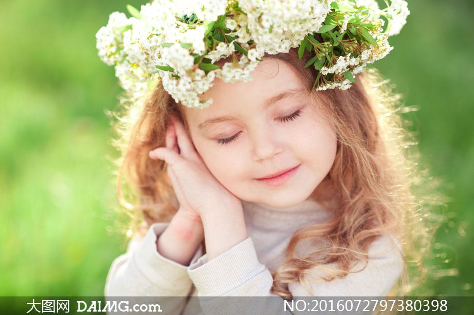 长发发饰头饰花环鲜花花朵闭眼闭着眼脸颊双手写真近图片