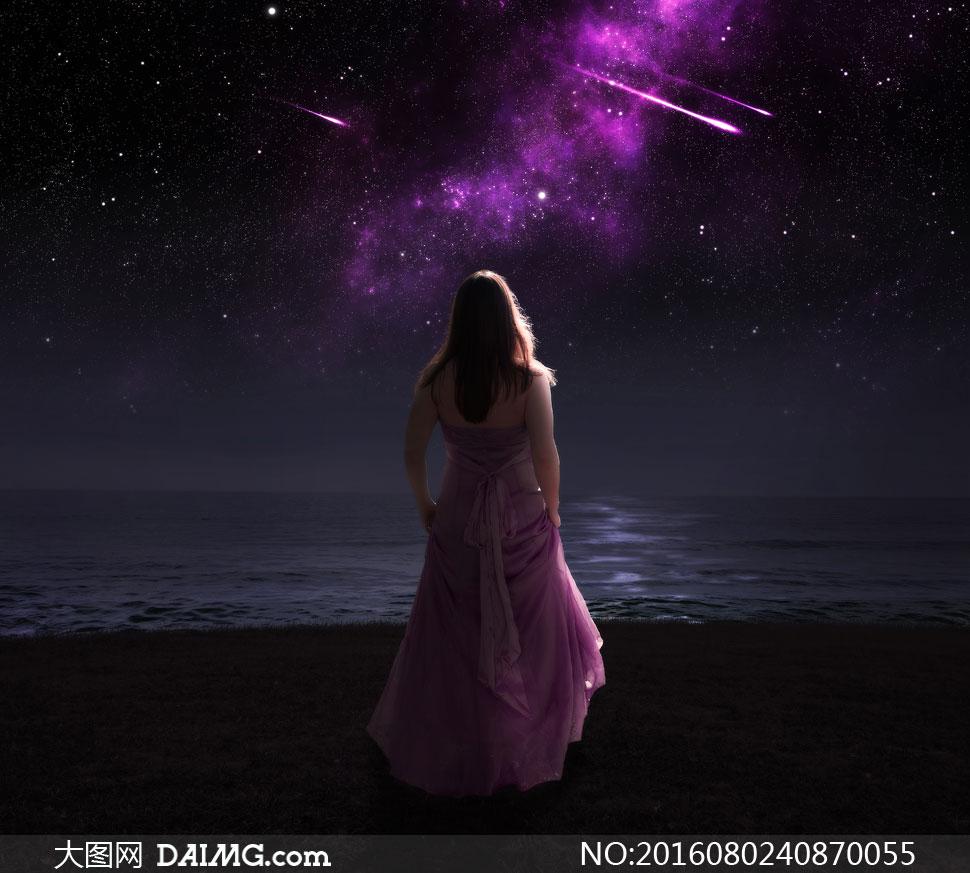 夜晚夜景星空流星紫色裙子裙装长裙背影背后水面水边长发秀发披肩发