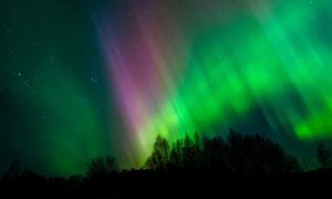 夜晚天空瑰丽多彩极光摄影高清图片