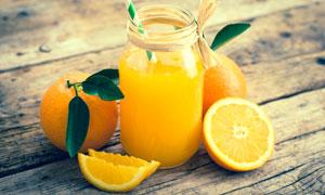 几枚橙子与鲜榨橙汁等摄影高清图片