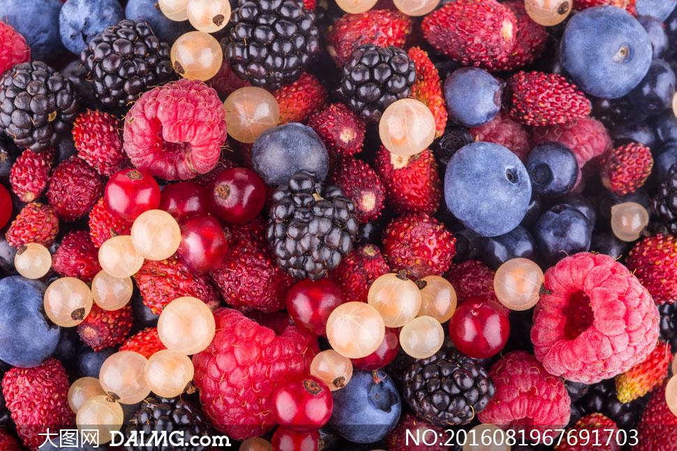 覆盆子桑葚与醋栗蓝莓摄影高清图片
