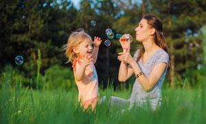 开心快乐的母女俩写真摄影高清图片