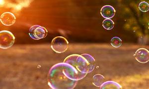 光线照耀下的肥皂泡泡摄影高清图片