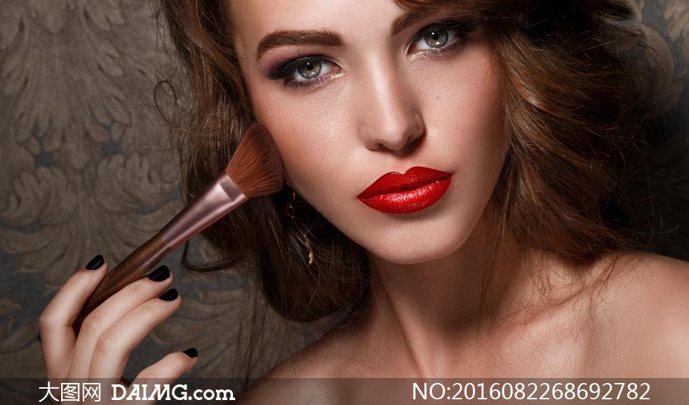键 词: 高清大图图片素材摄影人物美女女人女性写真模特秀发卷发妆容