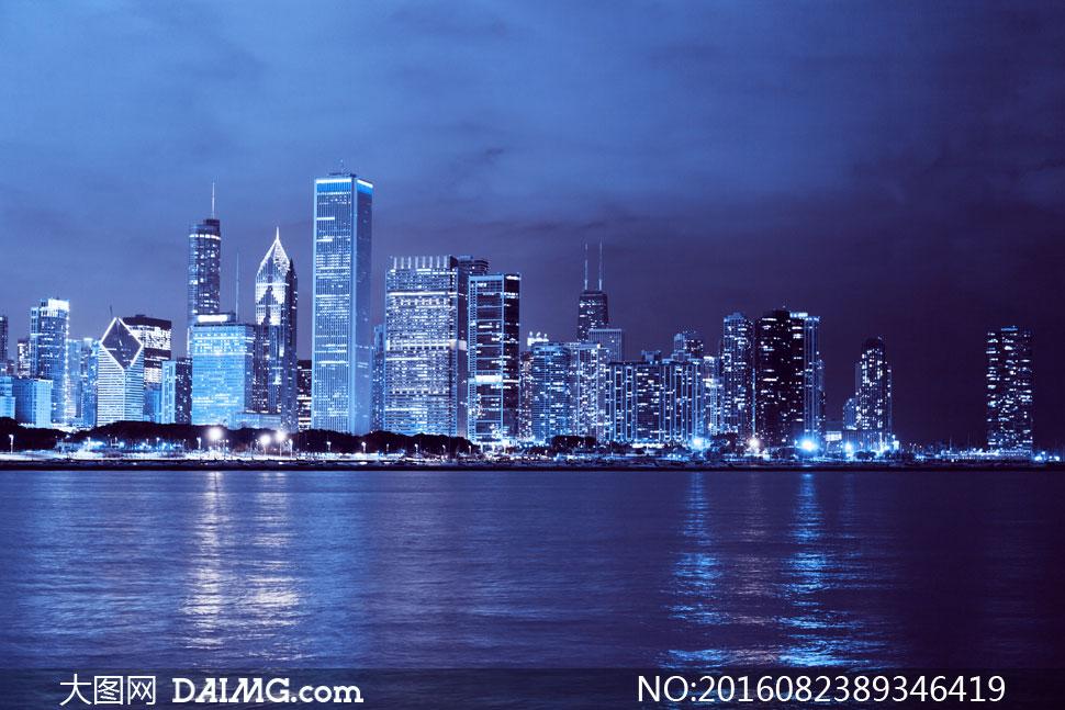 芝加哥城市建筑物夜景摄影高清图片
