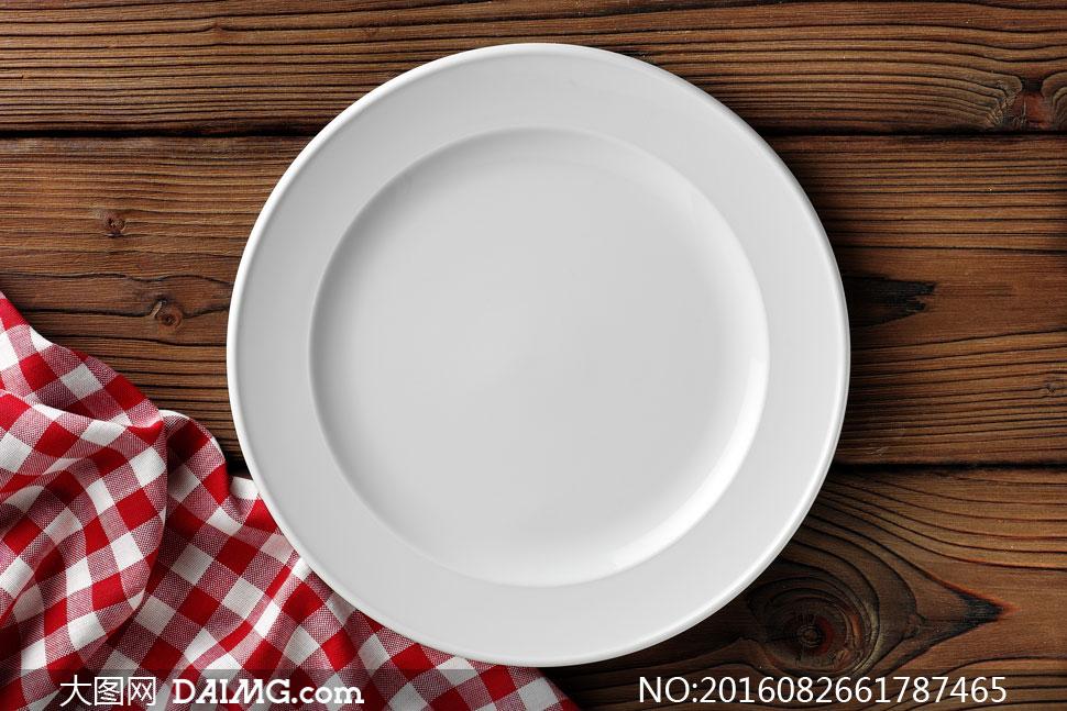 大图首页 高清图片 生活用品 > 素材信息          放在盘子里的刀叉
